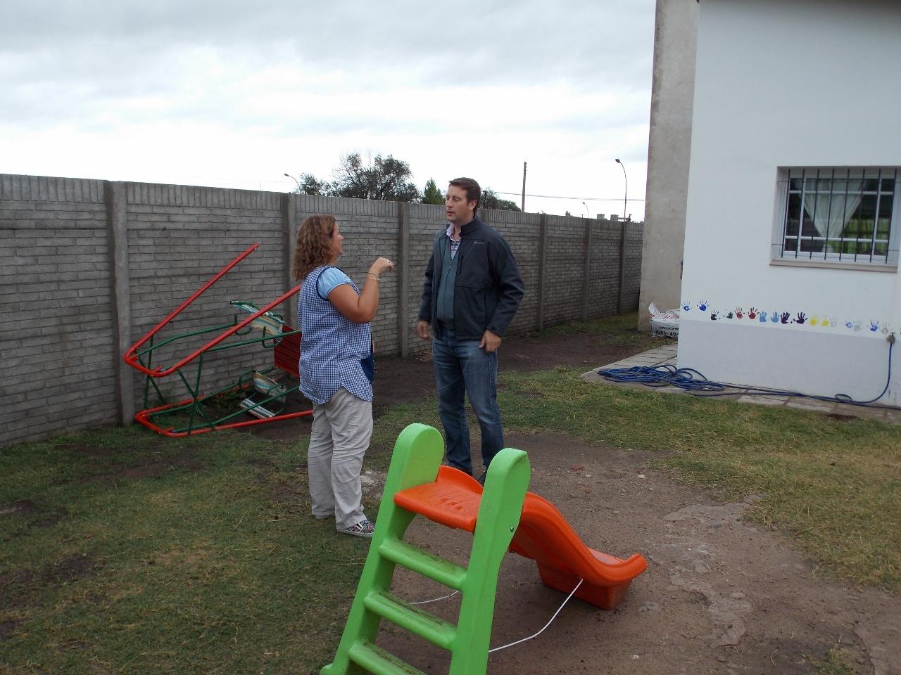 Tornquist el intendente visit el jard n de infantes n for Jardin de infantes 2015