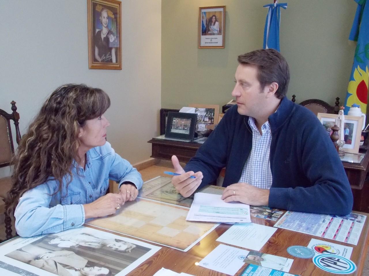 Tornquist el intendente entreg un subsidio para el for Jardin de infantes 2015