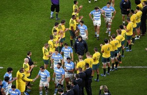 zzzzinte1Australia's players applaud  as Argentina's  leave the pitch  after a  semi-final match of the 2015 Rugby World Cup between Argentina and Australia at Twickenham Stadium, southwest London, on October 25, 2015.  AFP PHOTO / FRANCK FIFE RESTRICTED TO EDITORIAL USE, NO USE IN LIVE MATCH TRACKING SERVICES, TO BE USED AS NON-SEQUENTIAL STILLSzzzz