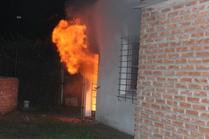 Tornquist – Un feroz incendio devoró las instalaciones del SUM del Barrio Sur