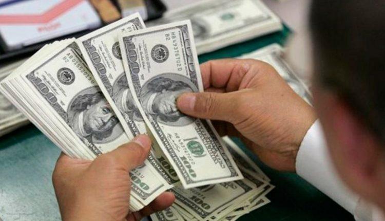 El Gobierno evalúa nuevas medidas para tratar de controlar el dólar