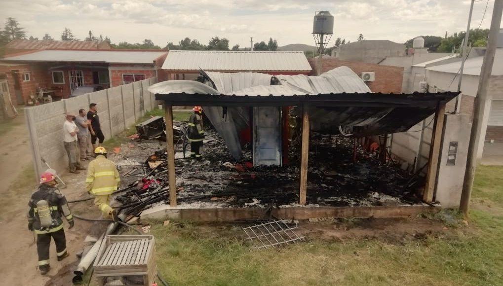 Saldungaray –  Hoy una familia perdió todo en un incendio, se recibe todo tipo de ayuda