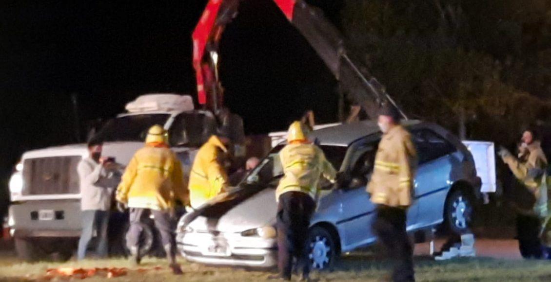 Saldungaray – Este domingo un auto debió ser extraído de una alcantarilla