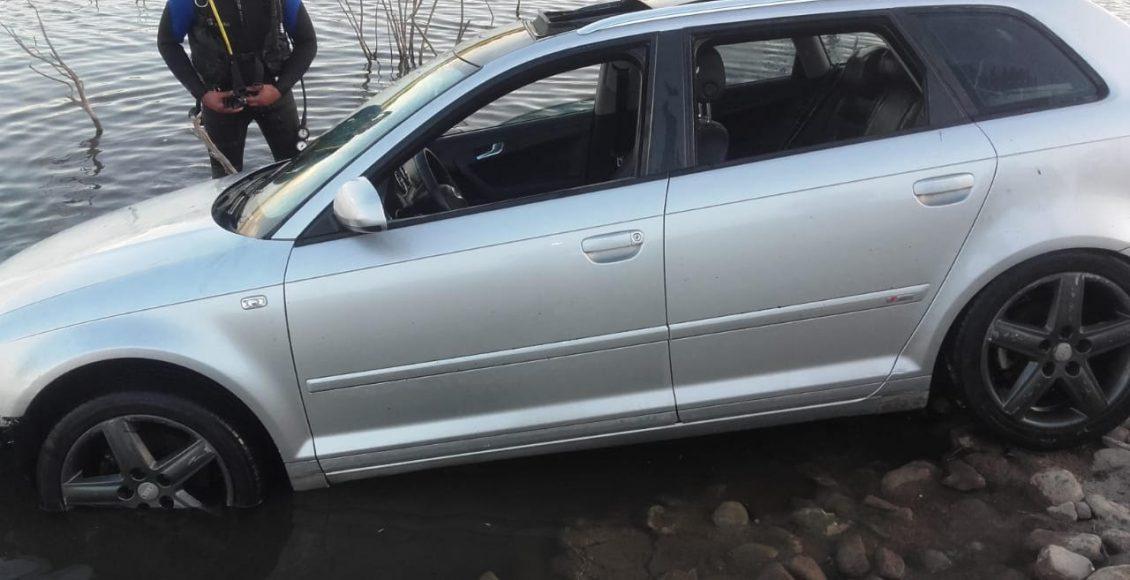 Paso Piedras – Un auto cayó al dique en horas de la tarde