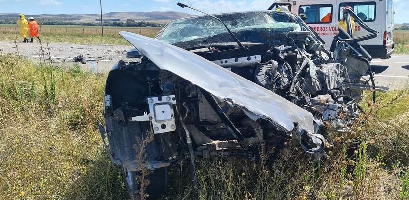 Ruta 51 – Tres heridos en choque frontal de camión y auto