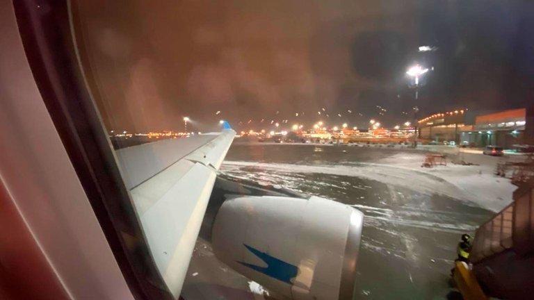 Un temporal en Moscú complicó la carga de vacunas y el avión saldrá demorado de Rusia