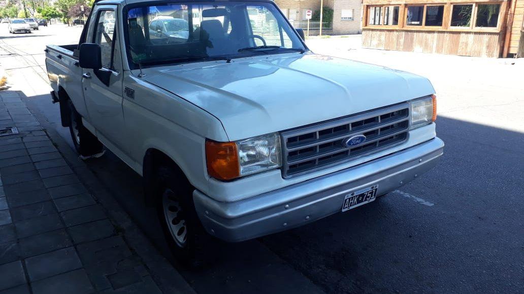 Buscan en la región, una camioneta robada en Bahía Blanca