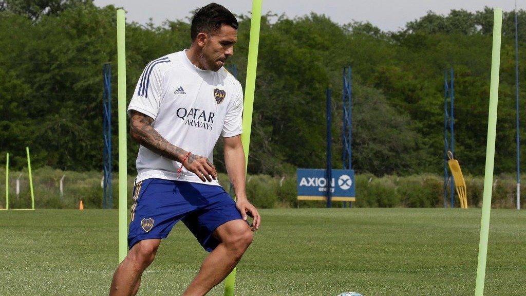 Carlos Tévez volvió a entrenarse en Boca tras el fallecimiento de su padre