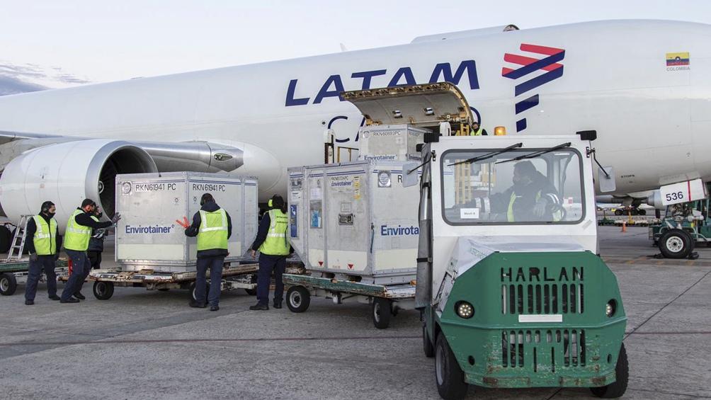 Arribó un vuelo con más de 800 mil dosis de AstraZeneca y Argentina llegó a casi 42 millones de vacunas
