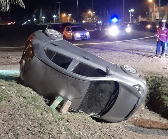 Sierra de la Ventana – Un vehículo cayó a una alcantarilla