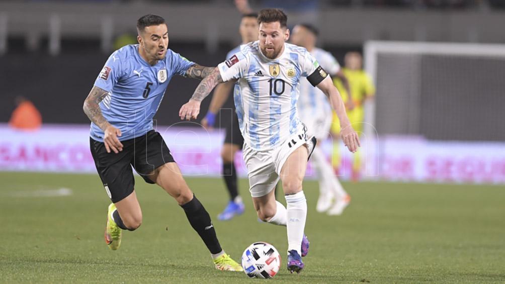 Argentina, con goles de Messi, De Paul y Lautaro, goleó 3-0 a Uruguay en el clásico