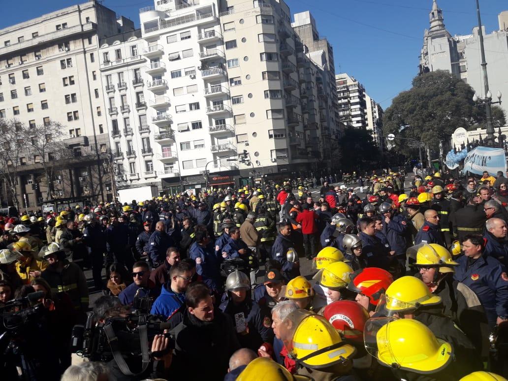 Malestar por Bomberos Voluntarios, ante el vallado policial en el Congreso