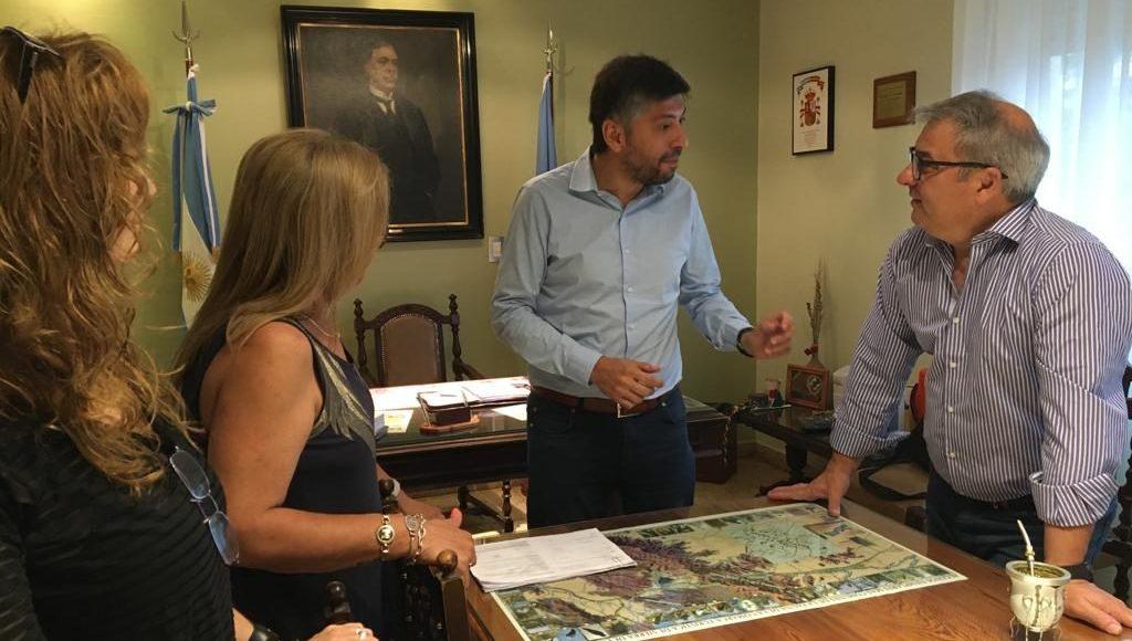 Tornquist – El Director de Consejos Escolares visitó la ciudad cabecera