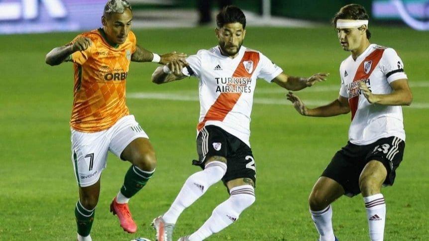 Con goles de «Nacho» Fernández y Rojas, River venció 2-0 a Banfield