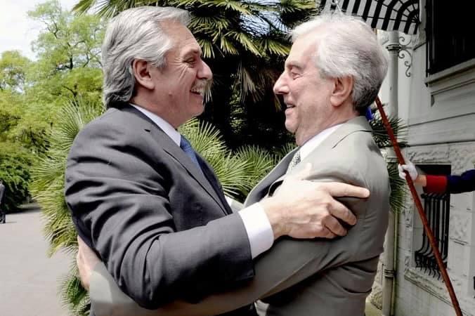 Alberto Fernández, despide a su amigo Tabaré Vázquez