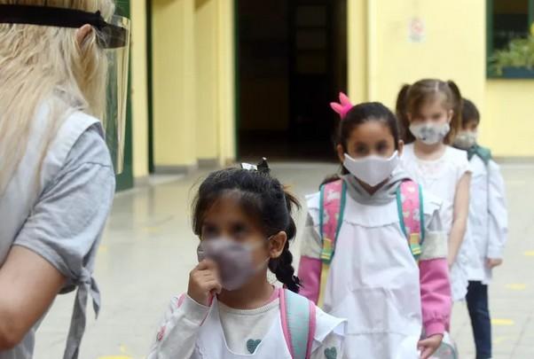 Provincia inhabilitará las escuelas que den clases presenciales durante la restricción
