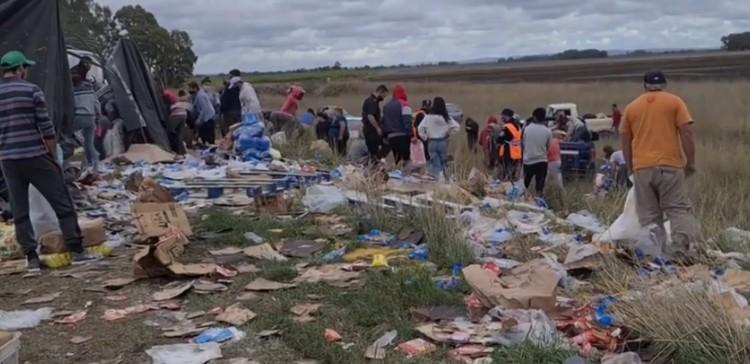 Ruta 51 – Volcó un camión y se robaron la mercadería que transportaba