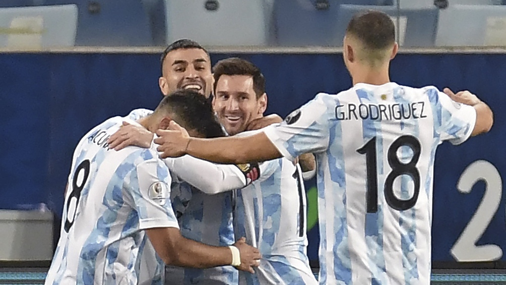 De la mano de un Messi histórico, Argentina goleó a Bolivia y espera afilada los cuartos