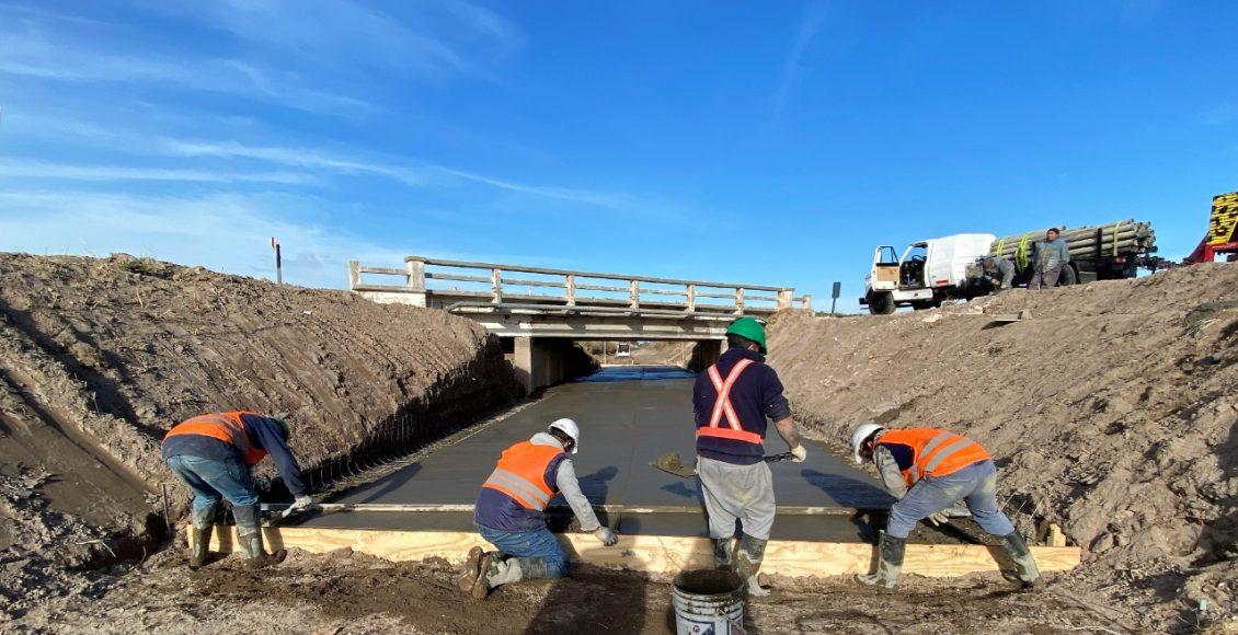 Bahía Blanca – Trabajos de Vialidad Nacional en el canal de riego de la RN 3